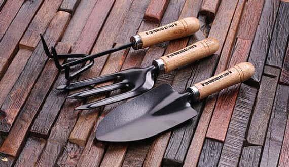 garden presents tools