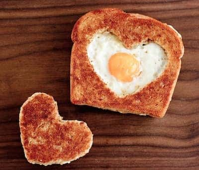 Valentines-Day-toast-with-heart-and-egg