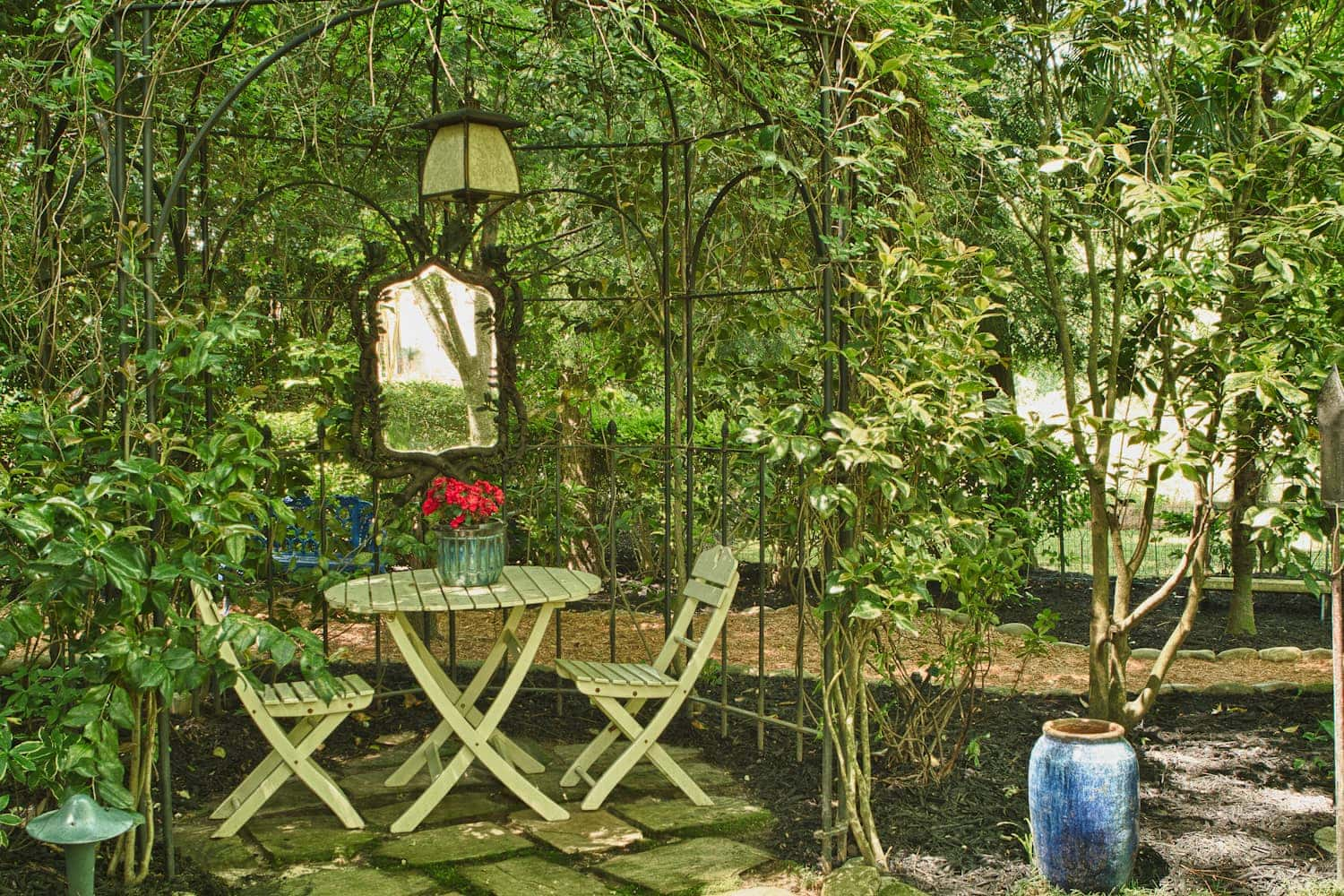 Quirky gardening ideas airtasker blog for Outdoor mirror ideas