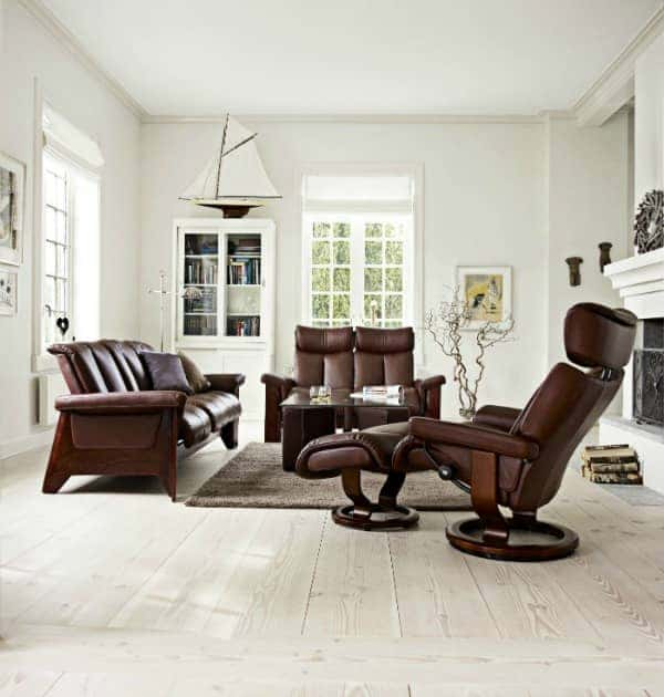 Scandinavian-Design-Light-flooring-and-Ekornes-Stressless-chair
