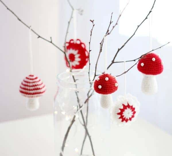 Crocheted-mushrooms-make-a-minimalist-decoration