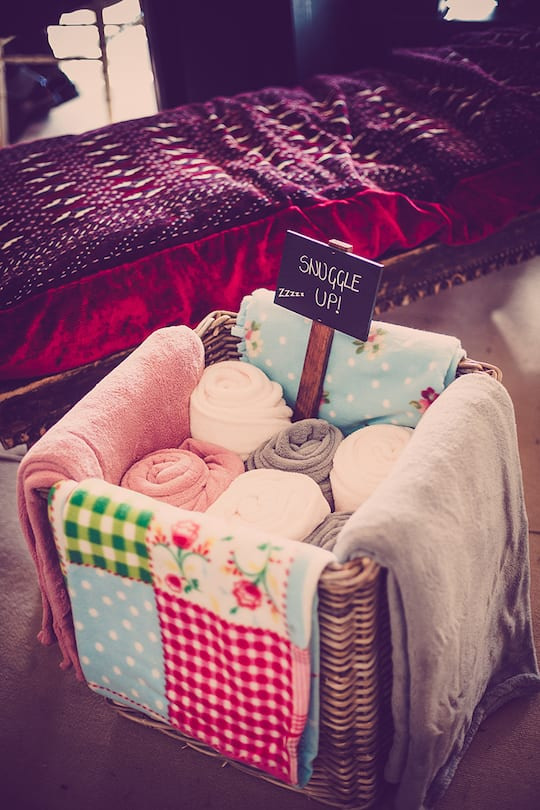 Cosy blanket basket | Airtasker wedding DIY ideas
