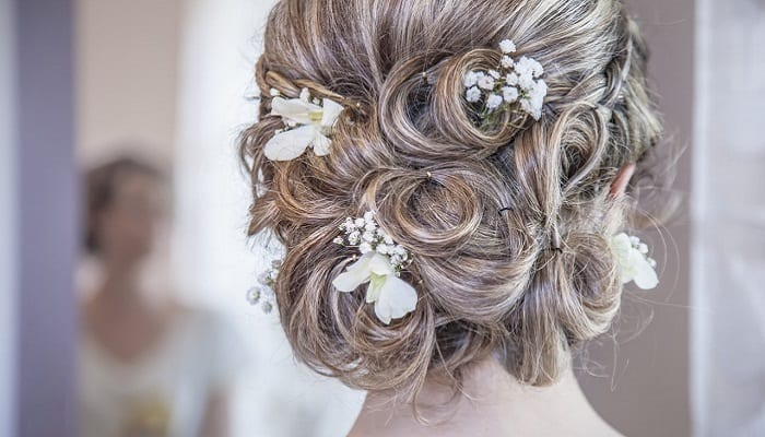 Hairstyle pin and curl