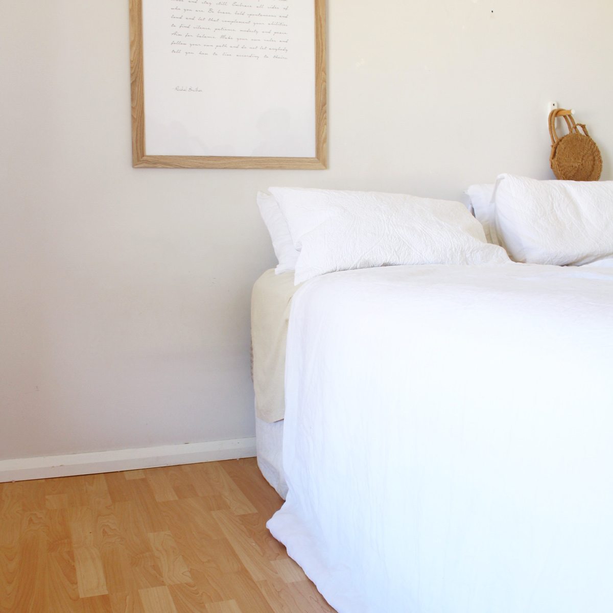 Plain-bedroom-white-sheets
