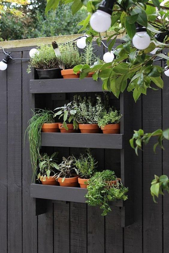 backyard-ideas-diy-vertical-garden-wall