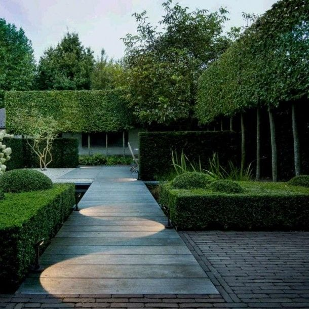 garden path lighting idea
