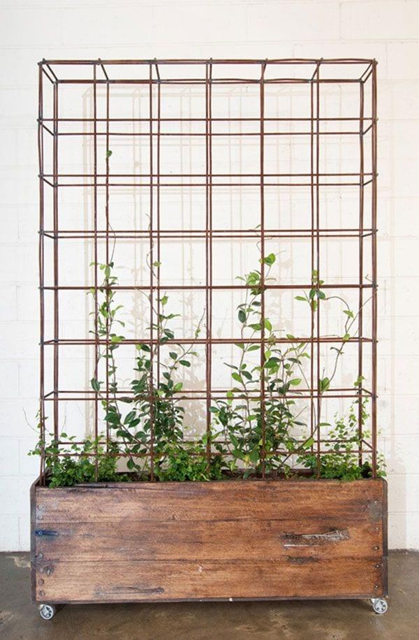backyard-ideas-planter-wheels