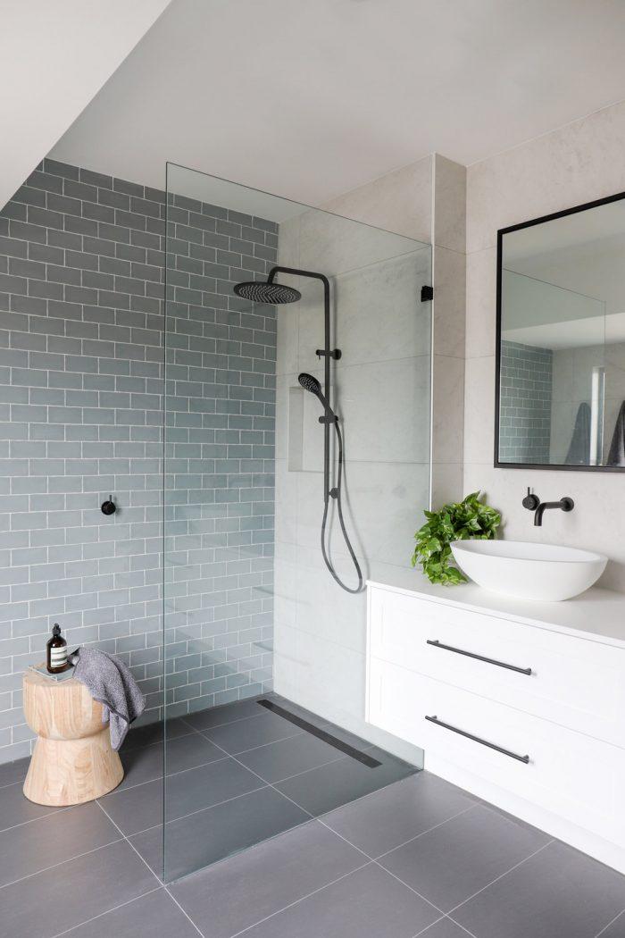 Frameless shower frame