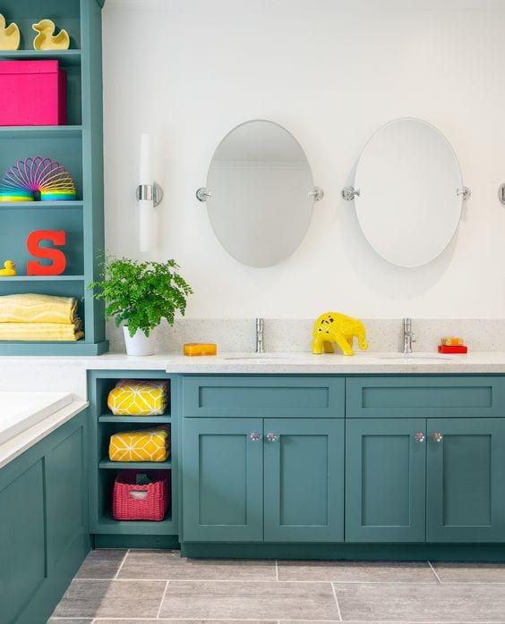 Colourful bathroom idea