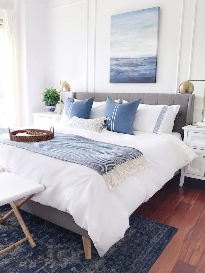 blue-white-bedroom