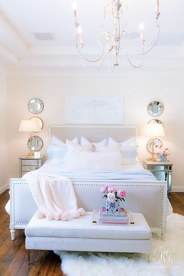 elegant-bedroom-chandelier