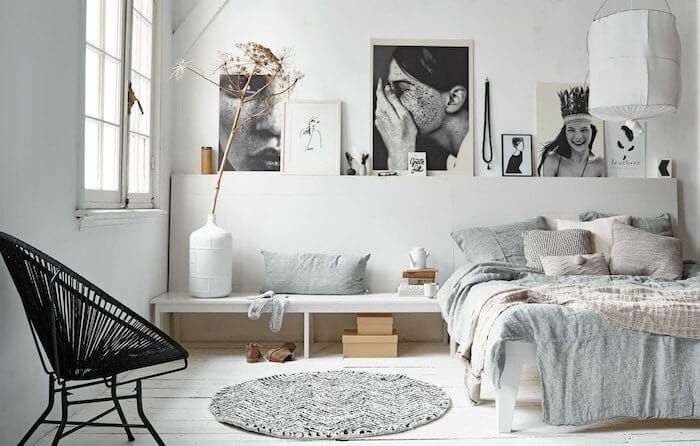 horizontal-gallery-wall-bedroom