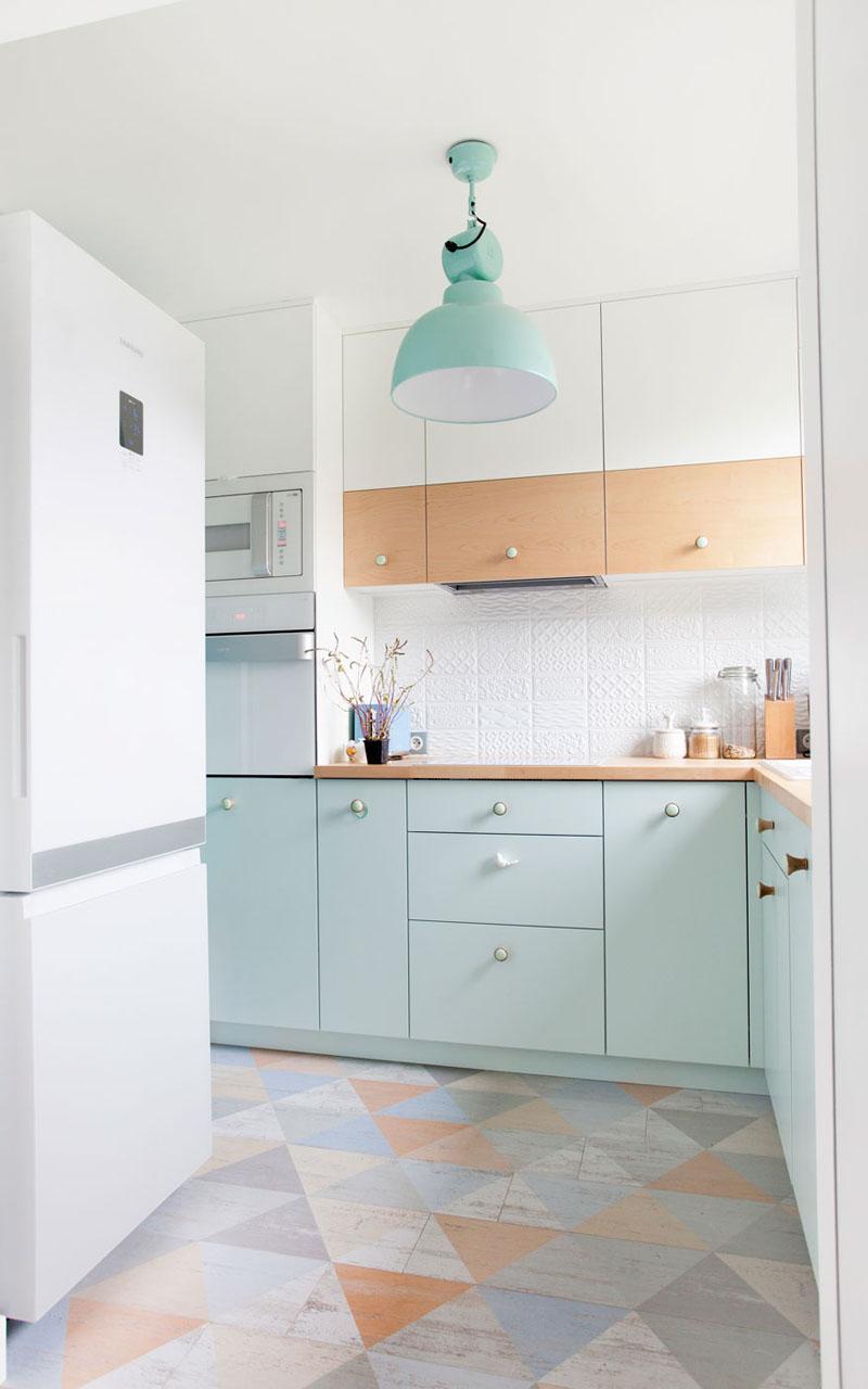 kitchen-ideas-coloured-pendant-light