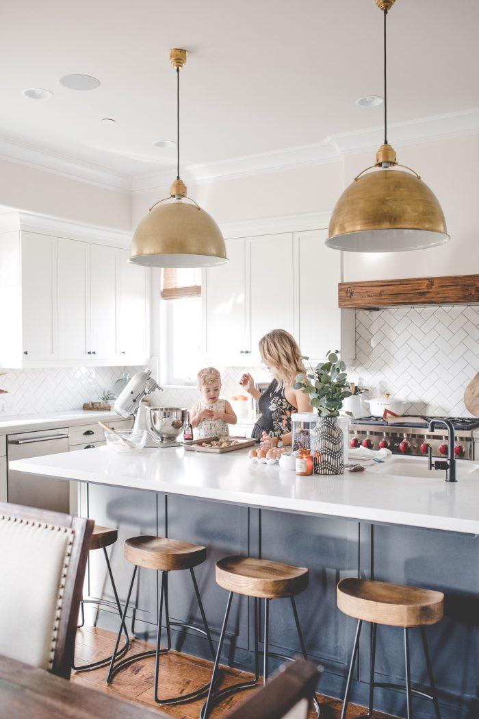 kitchen-ideas-gold-pendant-light