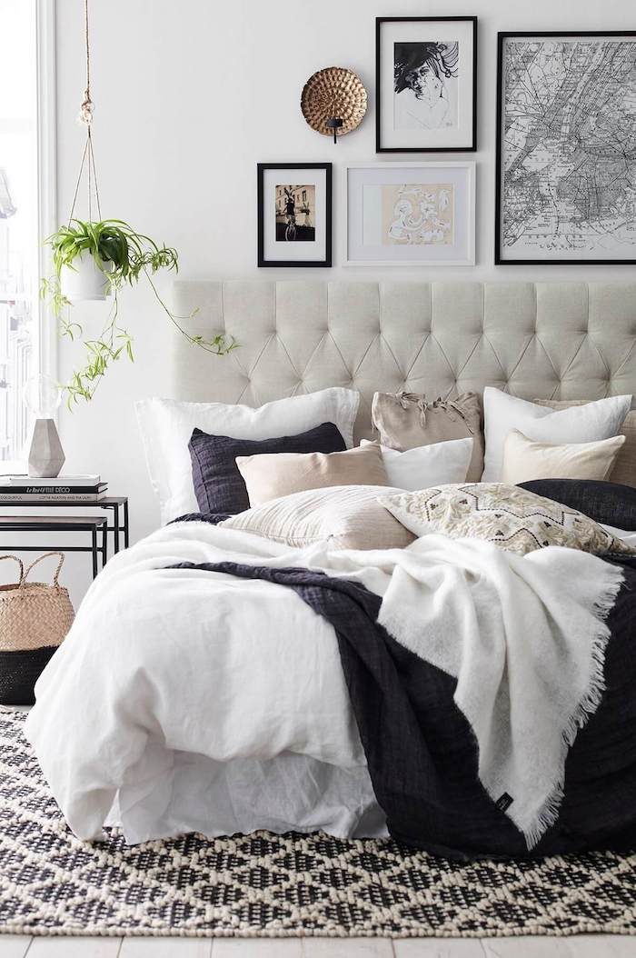 white-black-bedroom-gallery-wall