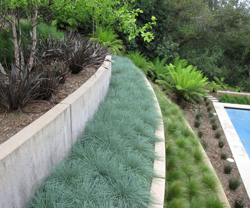 Landscaped retaining terrace