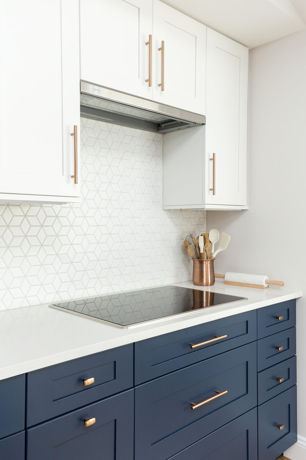Diamond tiles kitchen splashback