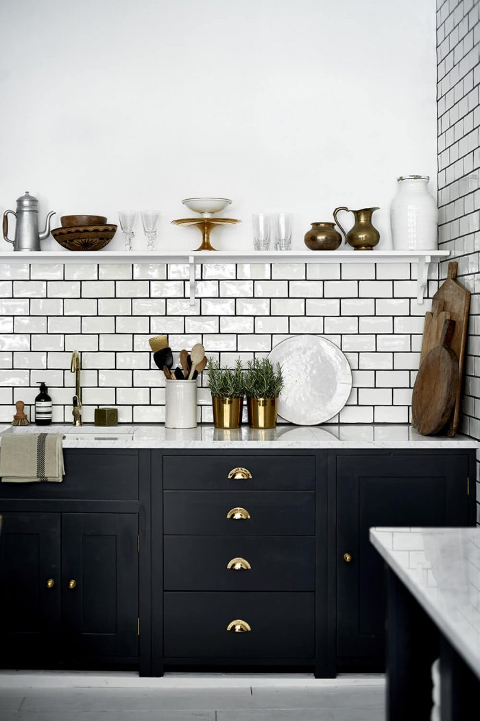 Subway tiles with grey grout