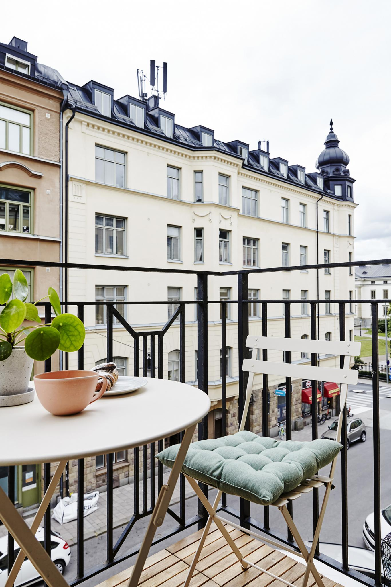 16+ Beautiful balcony ideas - furniture, garden and privacy designs