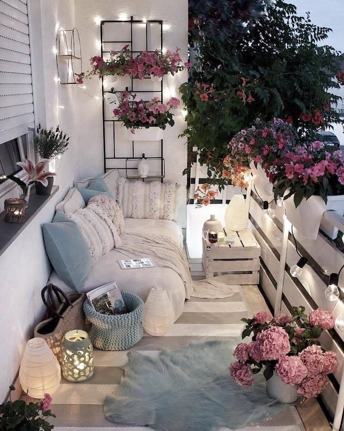 balcony-ideas-festoon-lights
