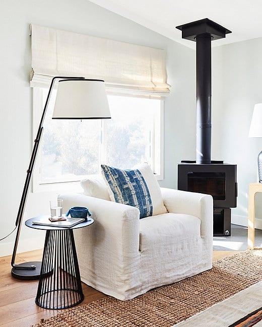 Dramatic floor lamp