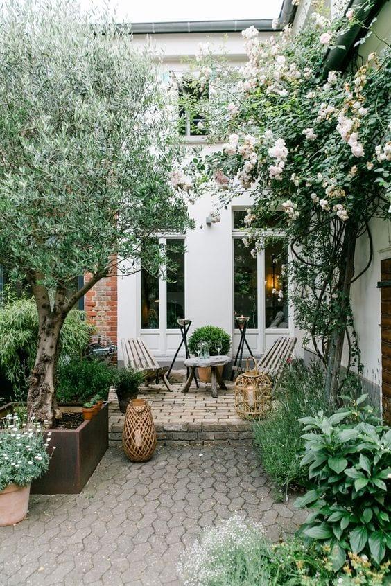 stone pavers courtyard