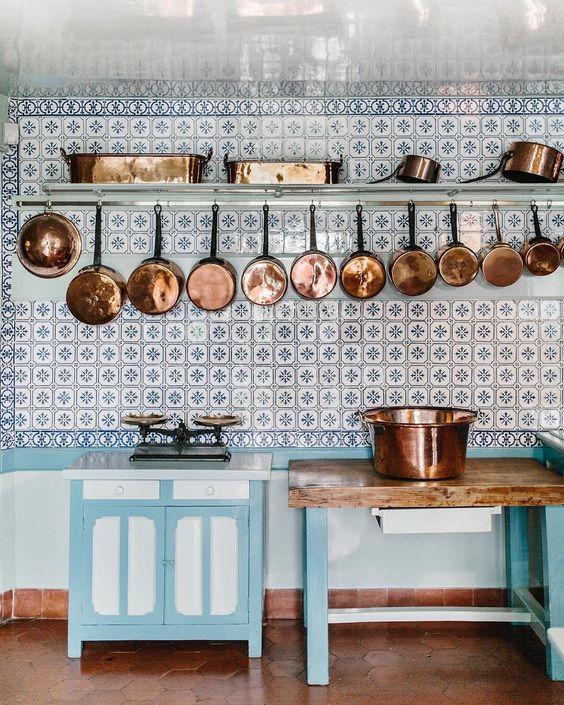 claude monet kitchen