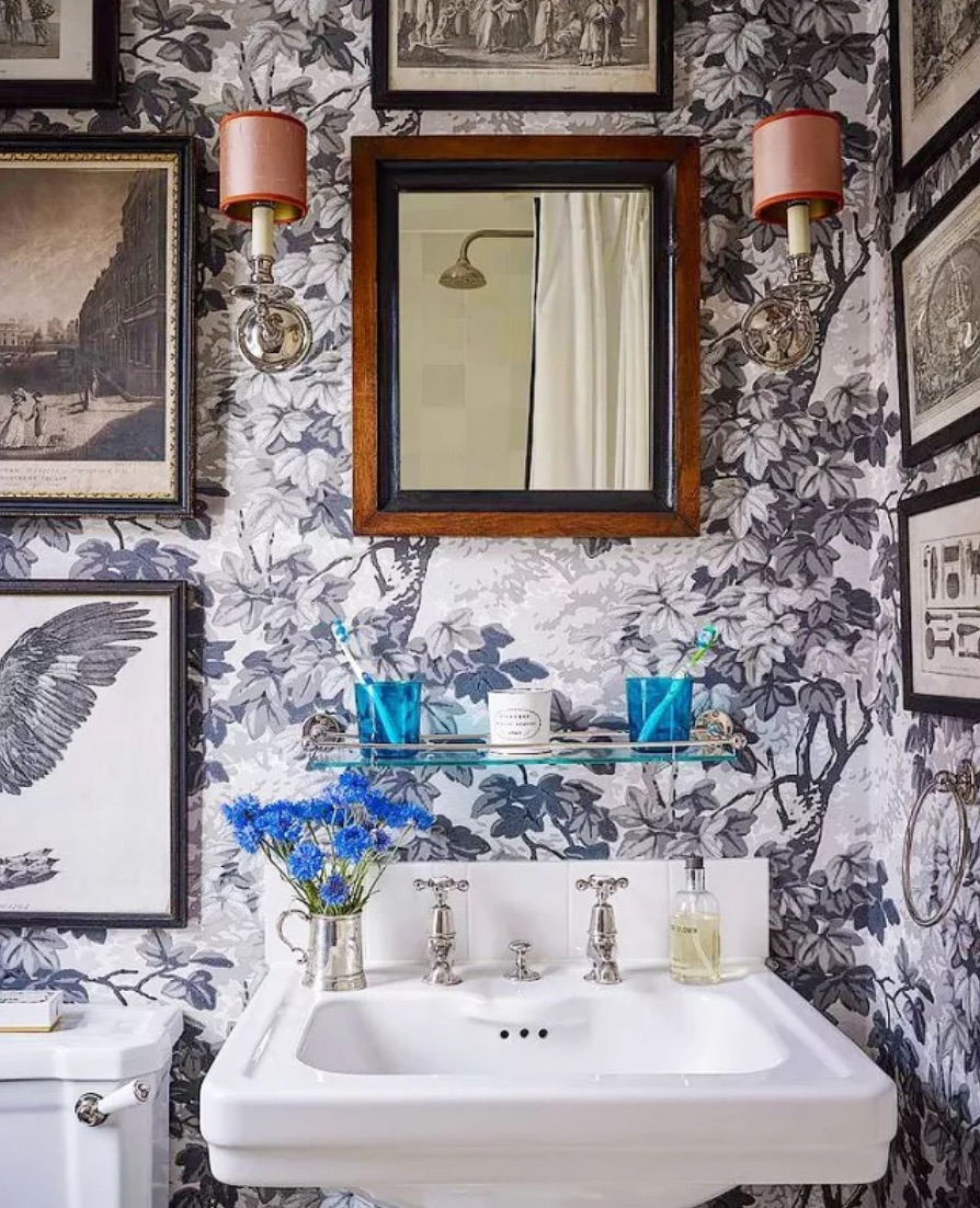 Vintage wallpaper in bathroom