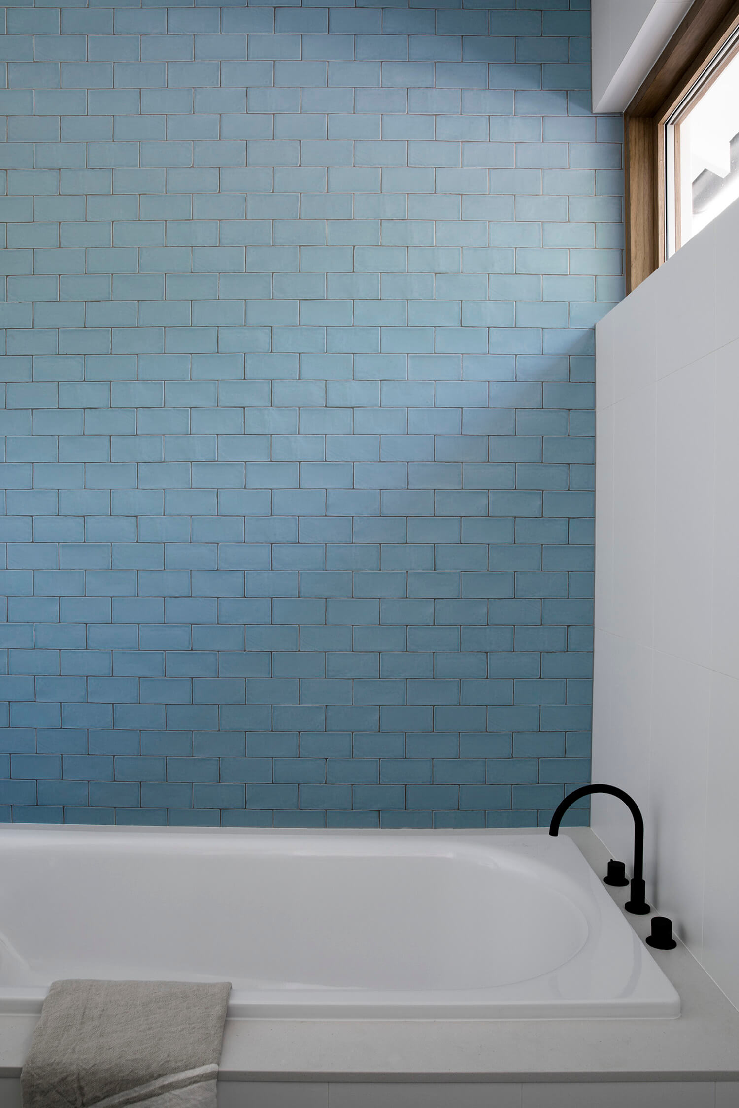 ocean blue bathroom color
