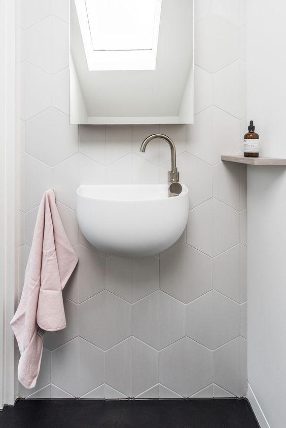 bathroom decor ideas - add texture