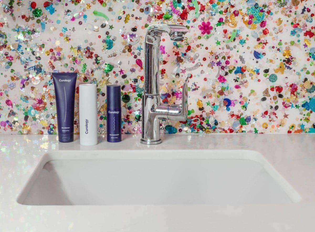 29 Beautiful bathroom wallpaper ideas