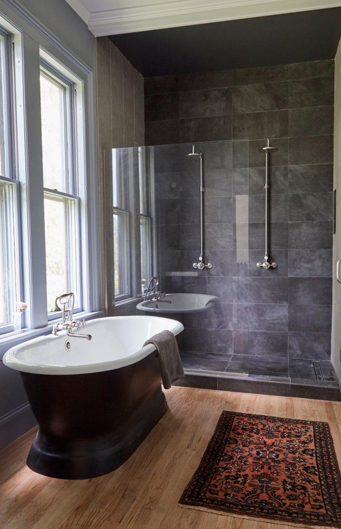 patterned-rug-bathroom