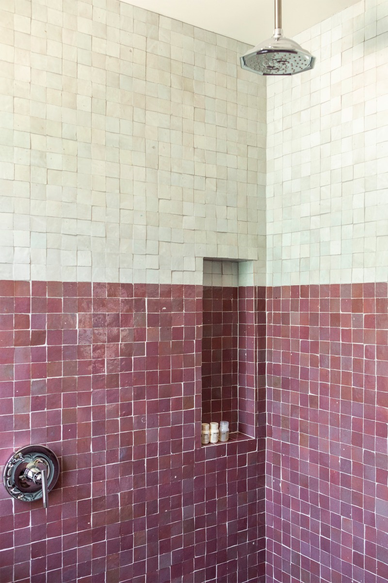 two-coloured-shower-tiles