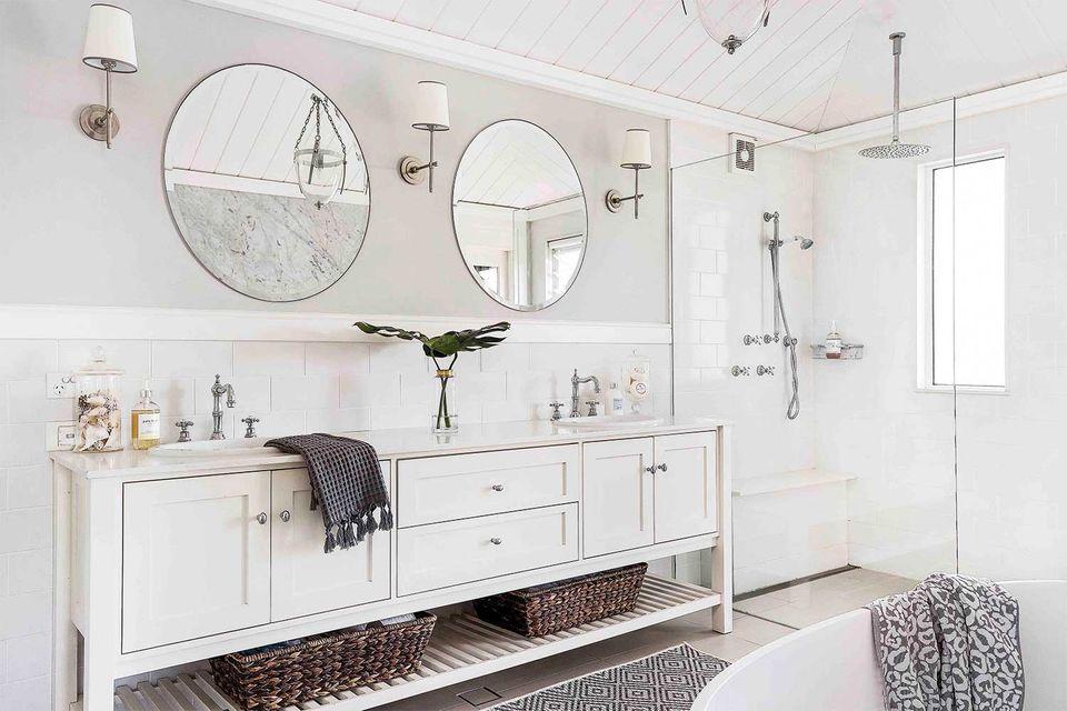 master Hamptons bathroom
