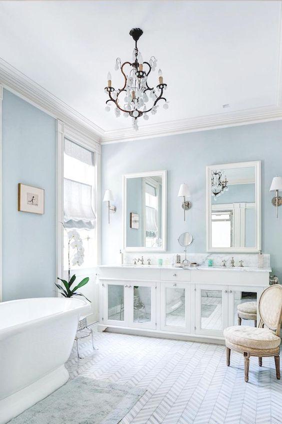 Blue walls bathroom