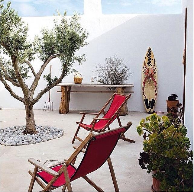 beachy boho courtyard garden