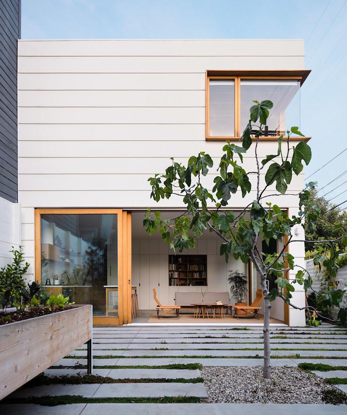 simplistic-courtyard-garden