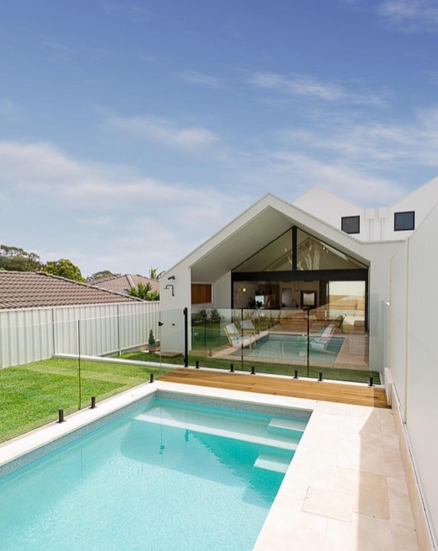 Modern backyard rectangle pool