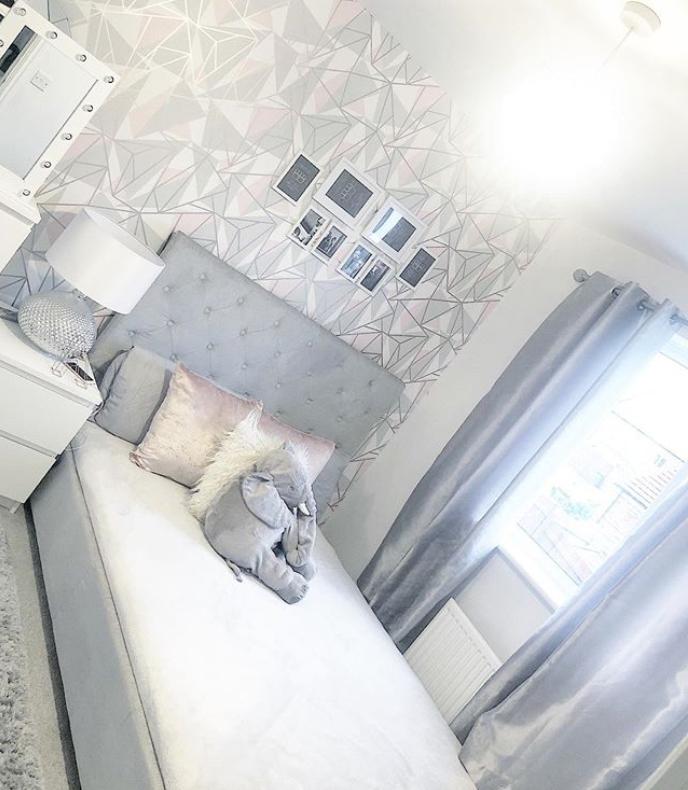 Grey bedroom wallpaper