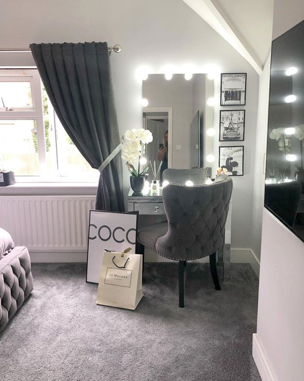Make up area in bedroom