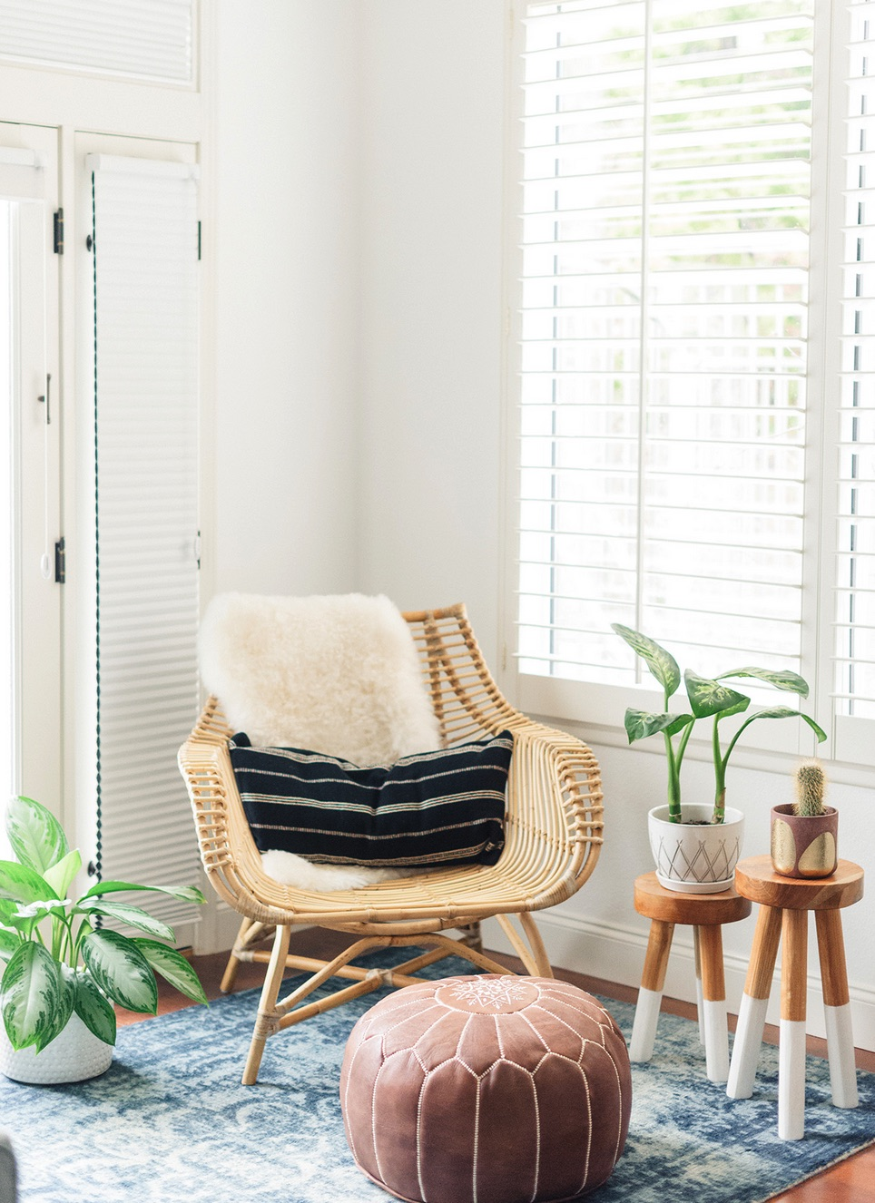 Boho bedroom sitting area