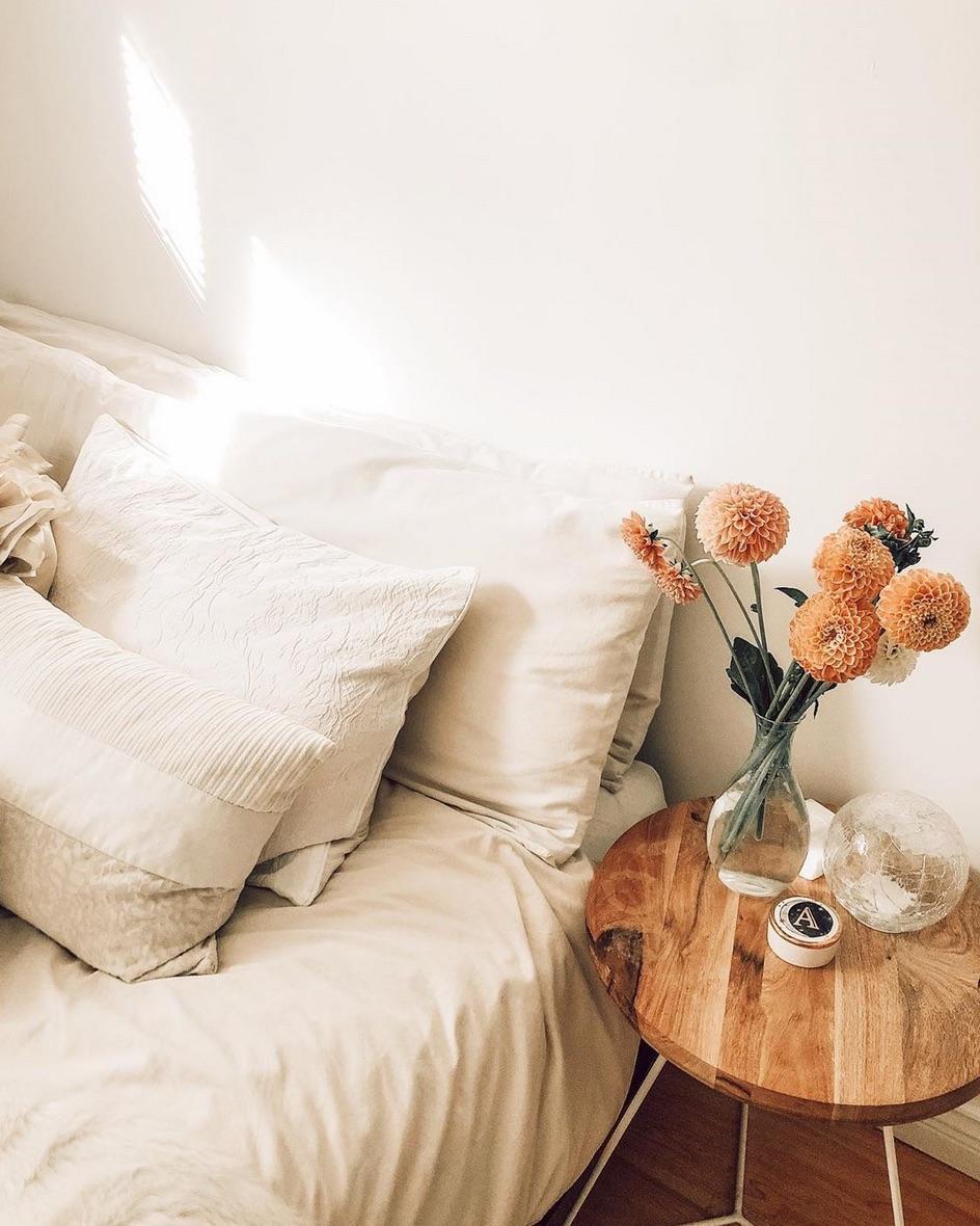 Boho bedroom flowers