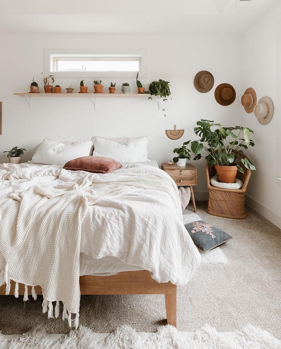 bedroom hat wall