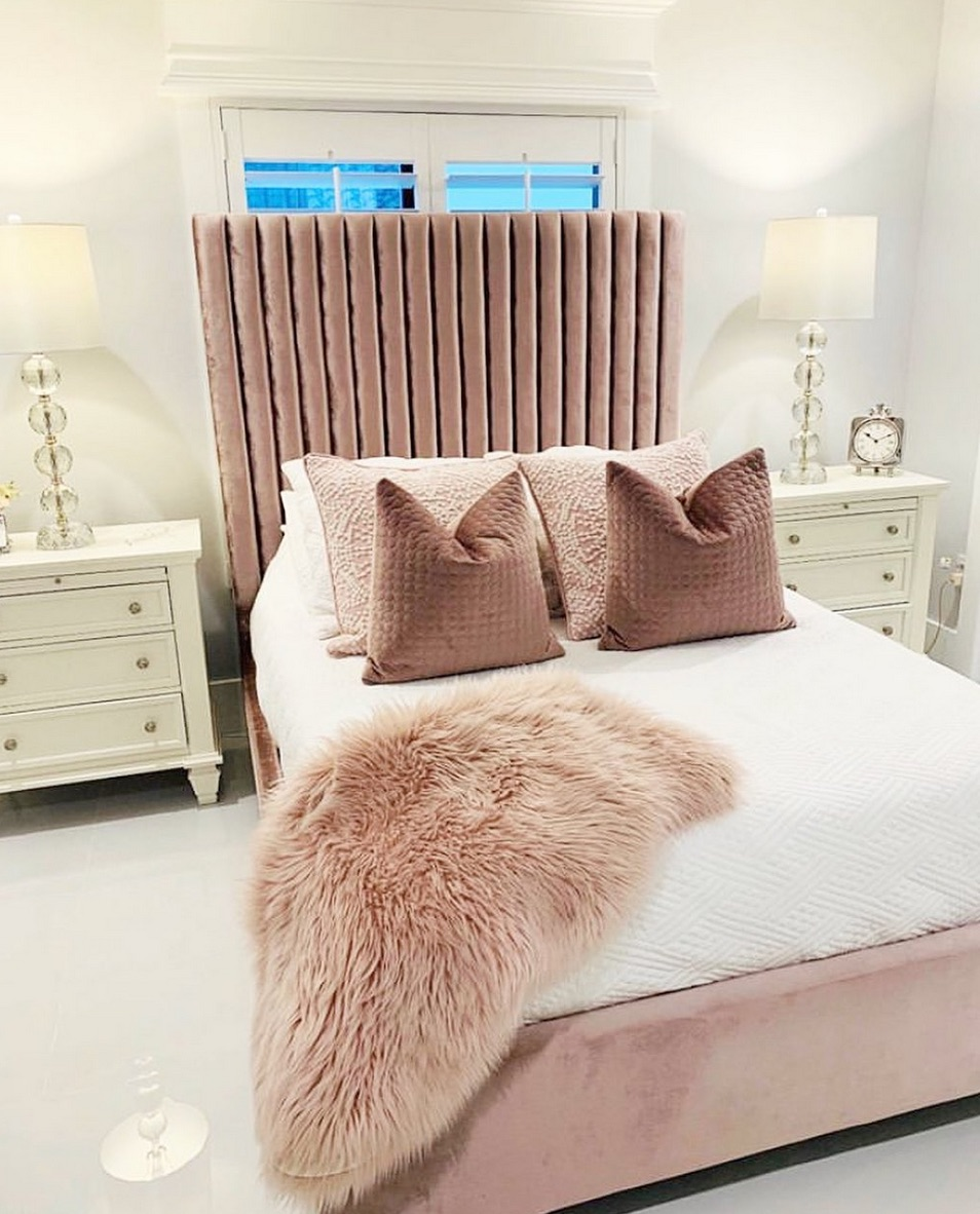 Dusty pink bed