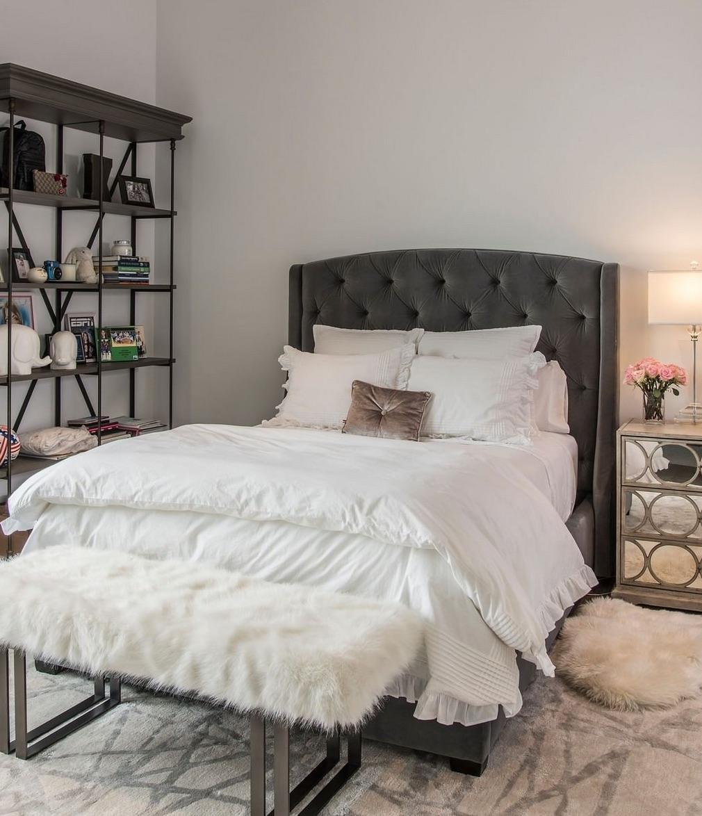Modern black and white bedroom