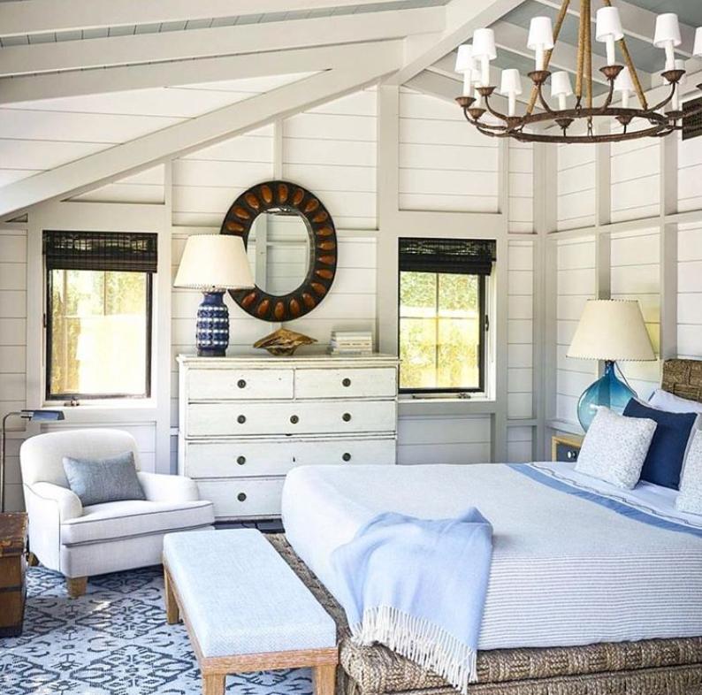 Rustic Hampton's style bedroom