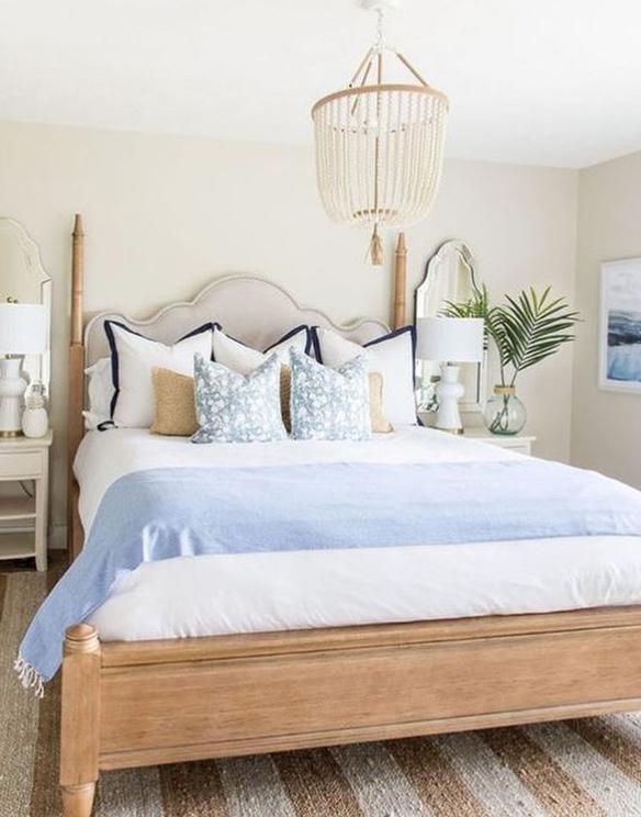 Beachy Hamptons style bedroom