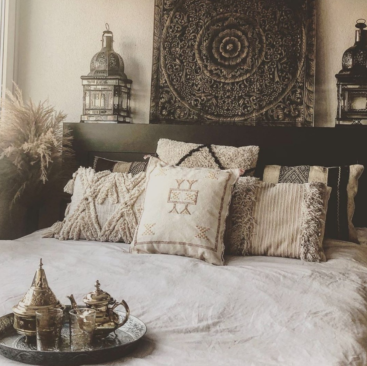 Dark moroccan bedroom