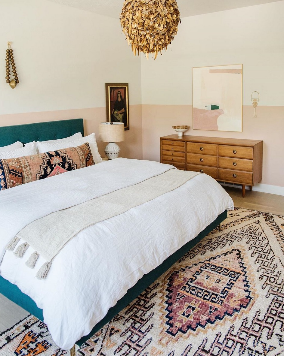 Moroccan rug in bedroom