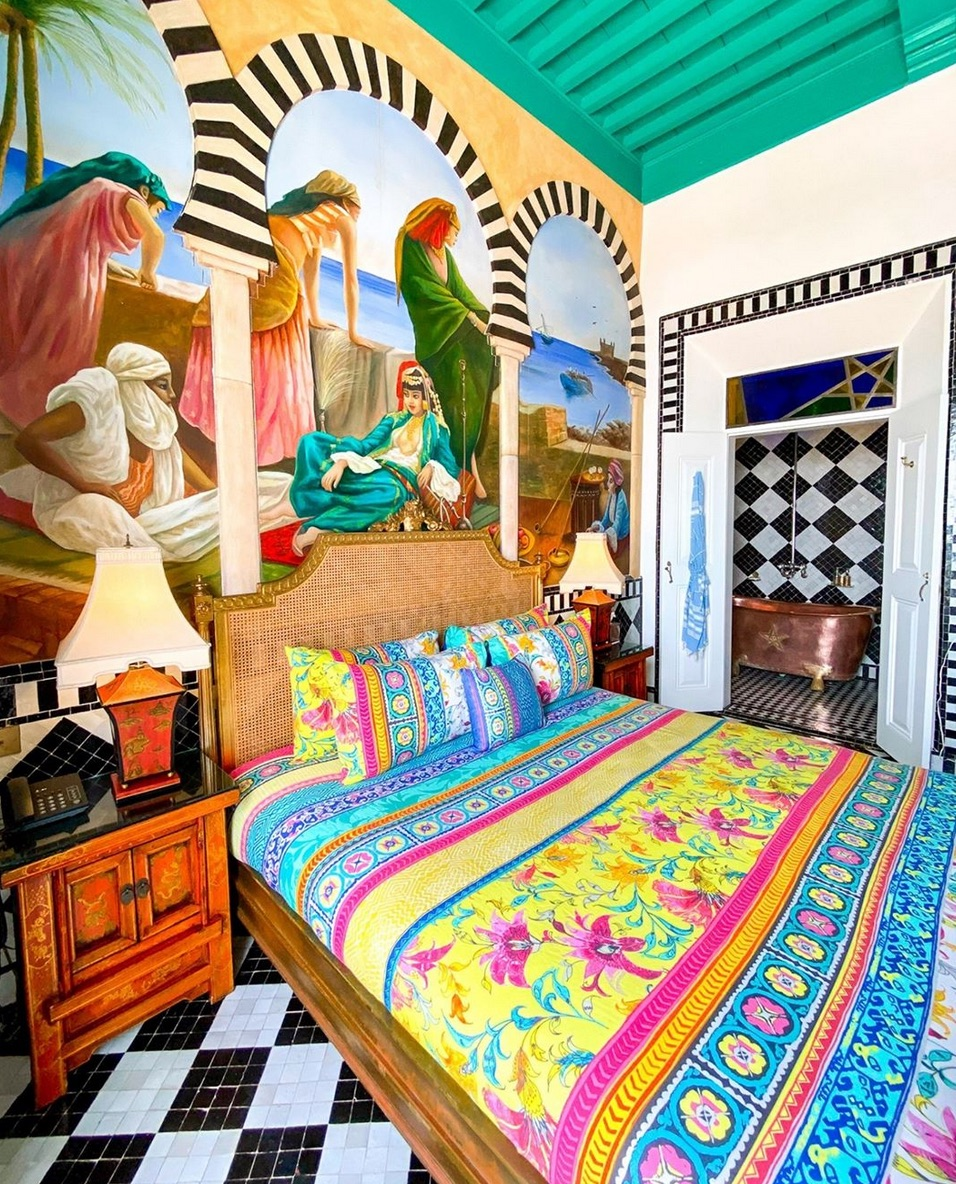 Bright and colourful moroccan bedroom